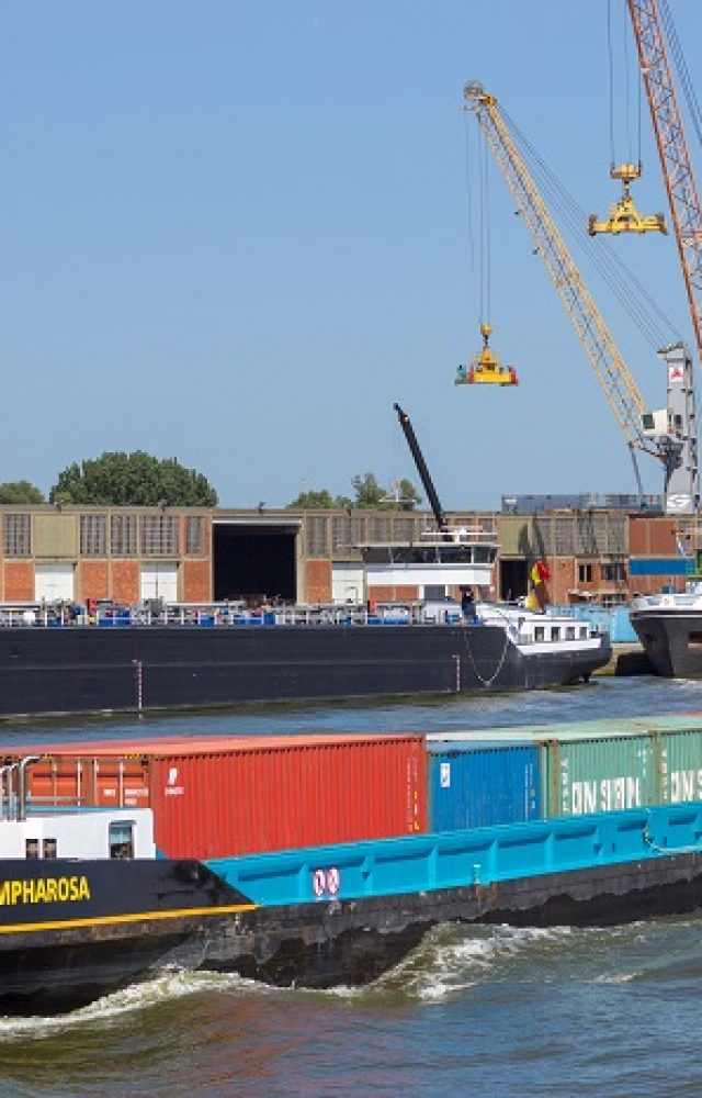 Port of Antwerp barge.jpg 2
